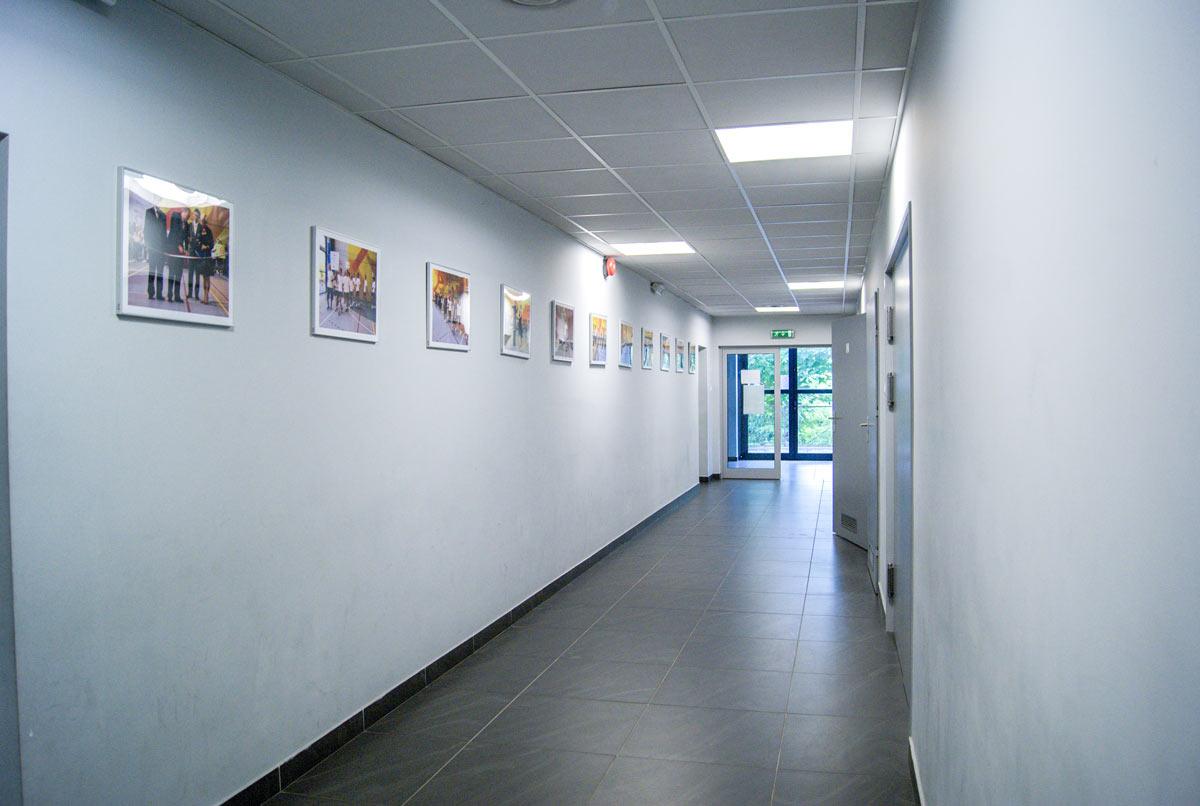 Zdjęcie korytarza na hali sportowej I LO w Chrzanowie